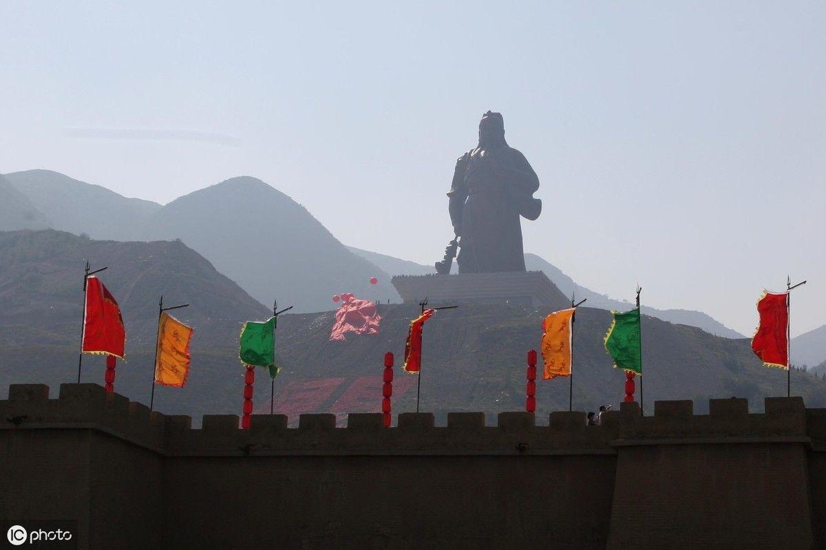 巨型最大的61米高般若关公女生,坐落在运城10铜像世界纹图片