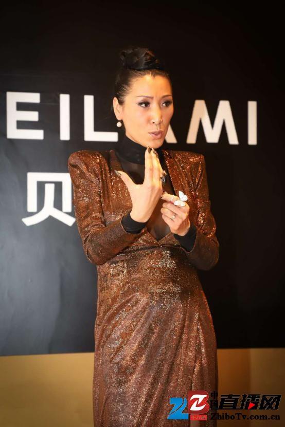 深圳时装周:时尚达人唐拉拉率领世界超模现身