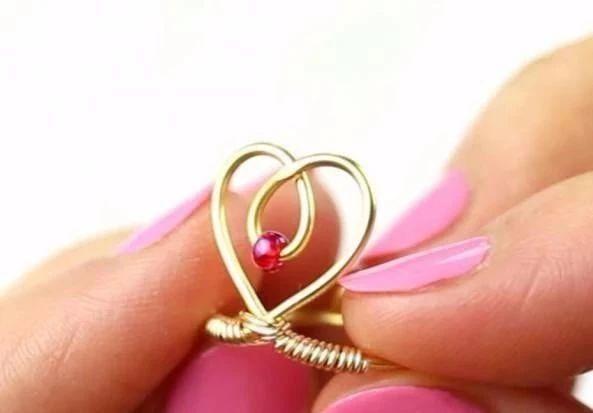 编织技巧|自己用铁丝编织了一个爱心戒指竟换回了一个