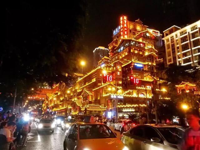 重庆洪崖洞aaaa风景区最近被抖音抖太火了