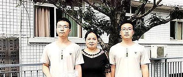 <b>双胞胎兄弟高考上985大学, 单亲妈妈: 从未有过成绩要求!</b>