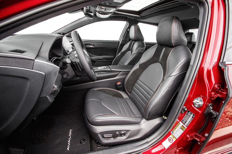 目前2019款Avalon已经在美国上市,价格区间为36,395美元--43,695美元,约合人民币23--28万元,最低配车型的起售价格比新款凯美瑞仅仅贵了1万美刀。丰田全新Avalon将会分为XLE、Limited、XSE和Touring四种车型,图片实拍的就是Touring版本的车型  Avalon在坊间被称为亚洲龙,曾经2003款车型就以进口的方式引入国内销售。现在部分二手车网站上还能看到一些流通的车源,不过基本都被标注为已售车型。2003款Avalon,目前二手售价在6-8万左右,比同年限的丰