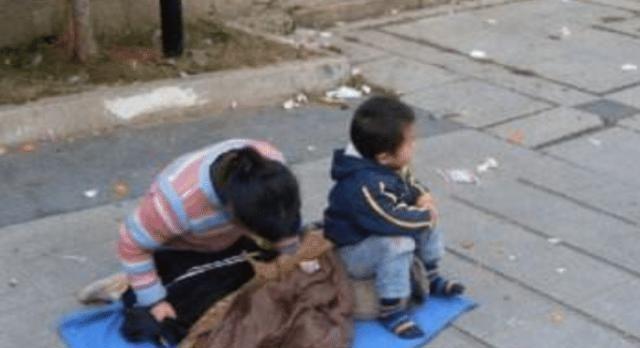 儿子走失五年后,小乞丐朝母亲喊妈妈,母亲丢下一百块钱离开