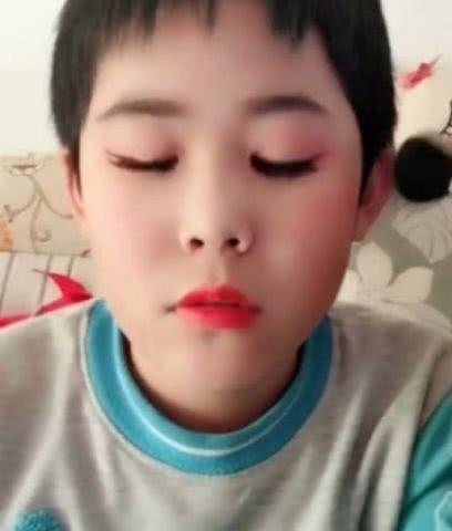 10岁女生v女生成食指,头像:女孩中国弟弟脸上只男孩男人网友图片