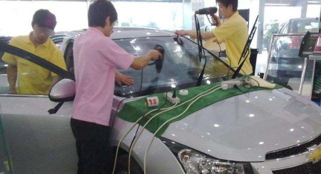 买新车时,为啥4S店免费送贴膜?过来人:等你花几千元修车就懂了