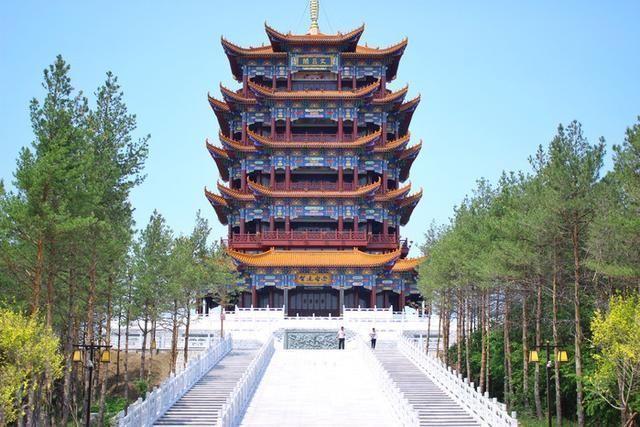 宝清县 珍宝岛烈士陵园 珍宝岛烈士陵园位于宝清县郊区万金山南山