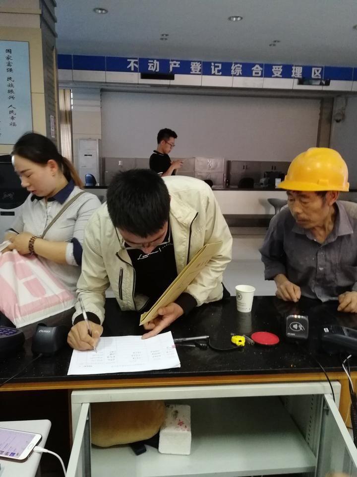 """开化县地税局不动产交易征税""""同城通办""""助力""""最多跑一次"""""""