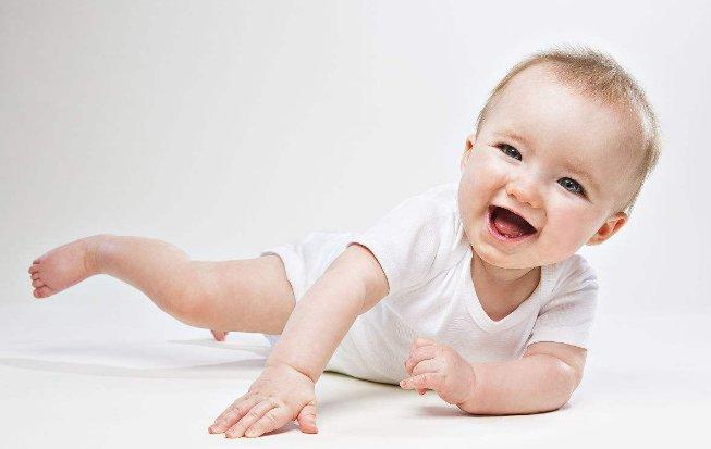 如何判断宝宝发育迟缓  主要看四个标准