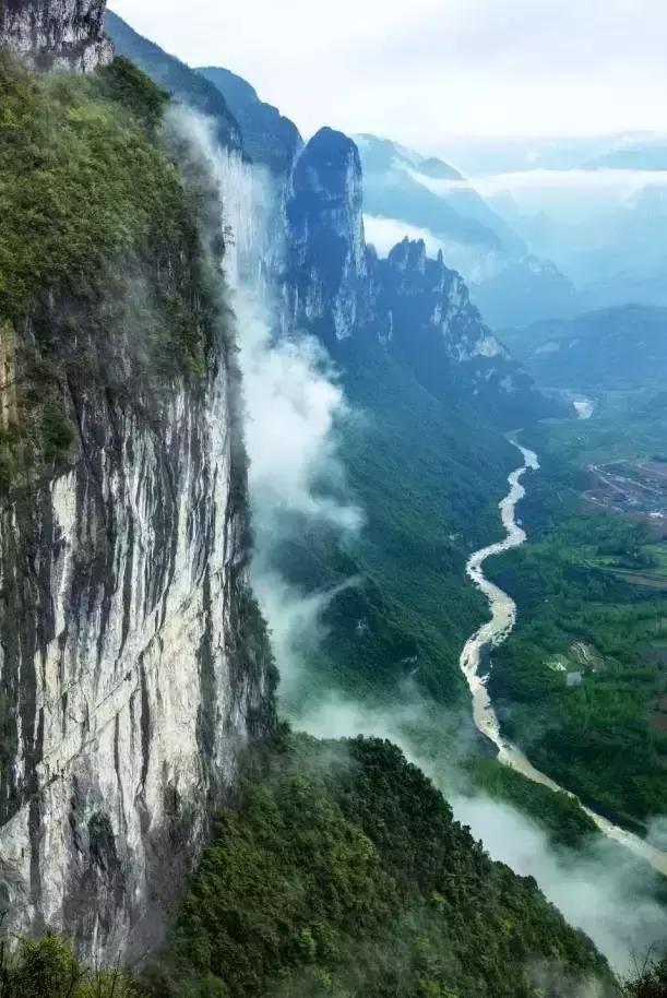 壁纸 风景 旅游 瀑布 山水 桌面 611_914 竖版 竖屏 手机