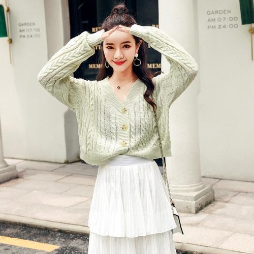 倩倩靓丽网|今年秋冬最流行的针织衫,单穿内搭都很适合,赶快剁手入2件