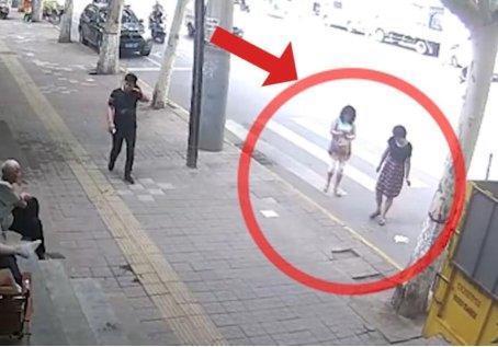 西安扔烟头拍照事件的荒诞感从何而来?丨晨报
