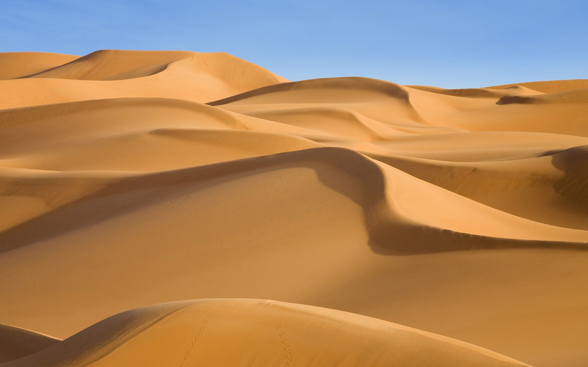 酷热沙漠黄沙风景桌面壁纸,一望无垠的沙漠极为壮观!