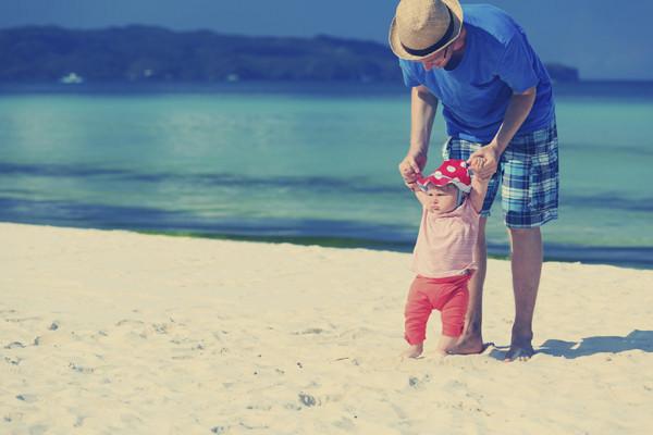 【热点】教宝宝学走路需注意的事项