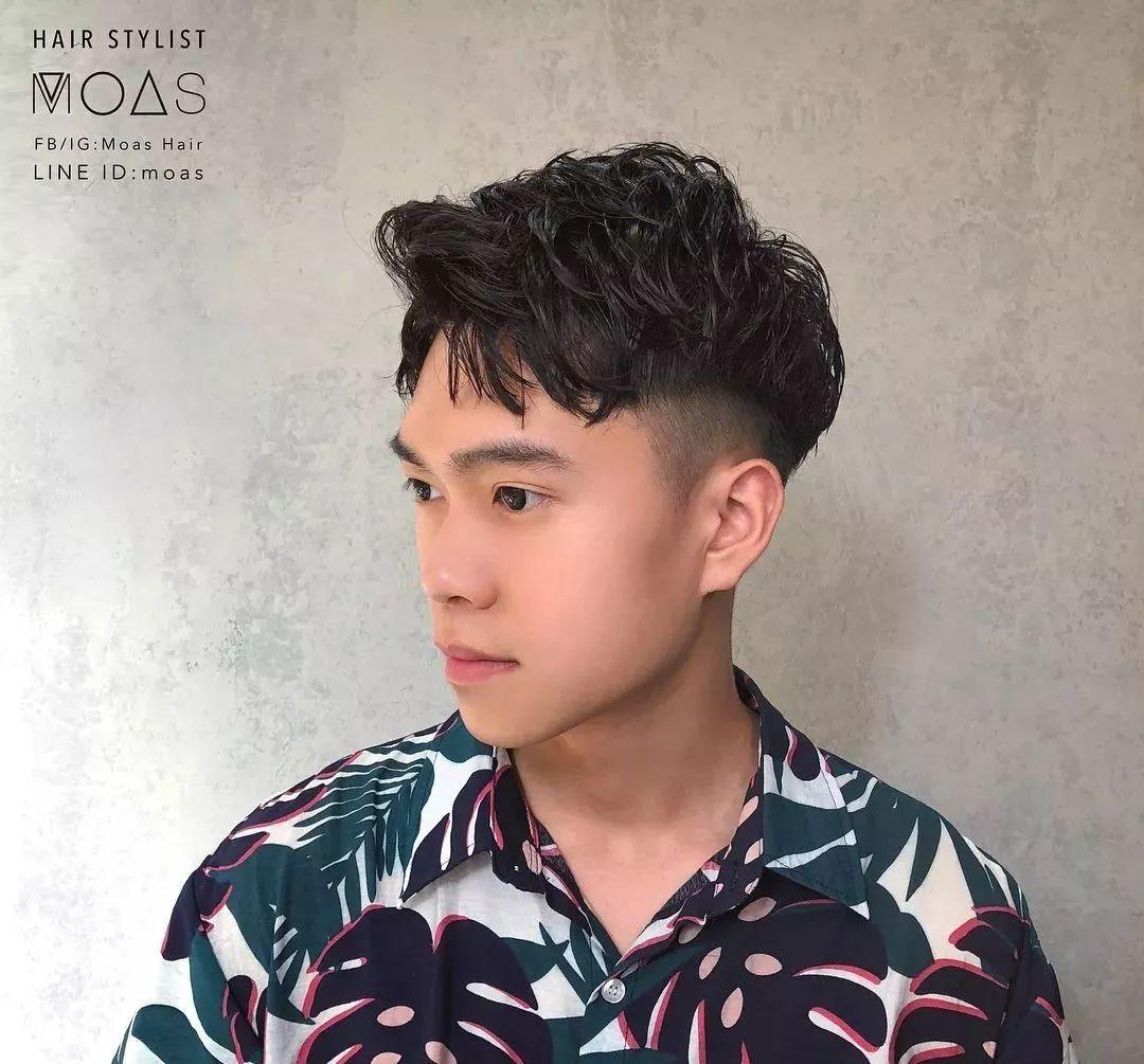 """男生没有""""锡纸烫""""也很帅,这几款夏季潮流发型很流行!"""