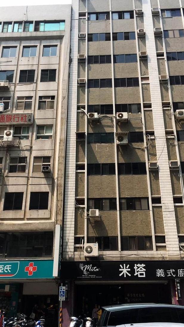 台北大楼倾斜具体什么情况台北一栋大楼倾斜靠到隔壁大楼(图)