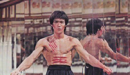 导演昆汀·塔伦蒂诺首度回应《好莱坞往事》中李小龙一角的争议