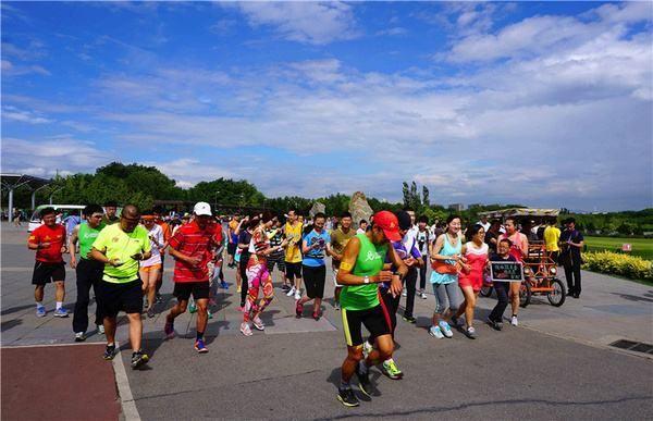再加上空阔的空间,平整的步道,使得这里成为首都爱跑步者的圣地,奥森