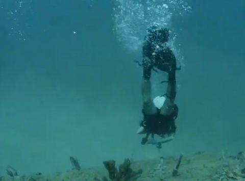 深海男子v深海发现神秘机器人,竟是后细看这种实体娃娃专卖店