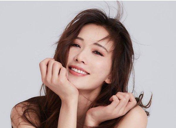 44岁的林志玲遇上了47岁的俞飞鸿,你喜欢哪一个女神呢?