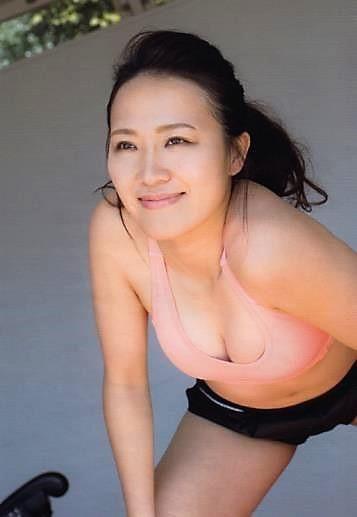 日本前美女国脚15日发露屁股视频 摄影师:很美很
