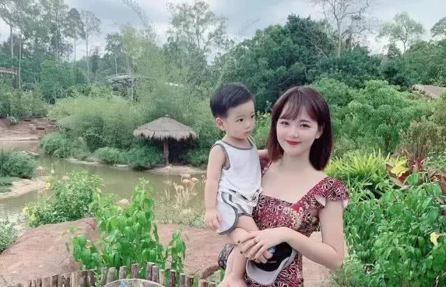 丈夫将妻子照片发网上,没想到意外走红,如今走穴成名人