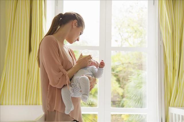 这样抱宝宝会导致歪脖,多数家长不知道