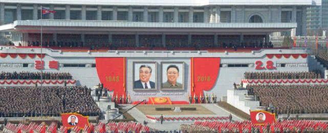 朝鲜阅兵高清图片曝光 远程导弹新型步枪齐上阵