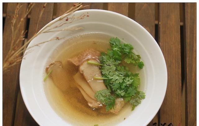 一人食的松茸炖汤,越简单越鲜美