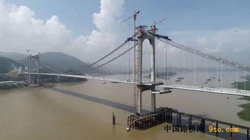 [推荐]广东:清云高速云浮西江特大桥顺利合龙
