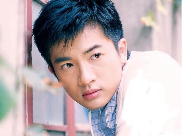 这部90年代的青春偶像剧,由赵薇苏有朋主演,至