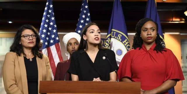 """被川普大吼""""滚出美国""""的贫民窟女孩,如何靠实力突围的?"""