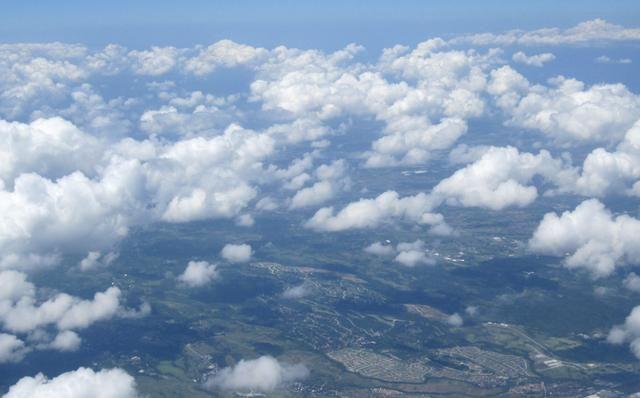 飞机上可以玩手机了 网友:飞行模式终于可以飞行了 您