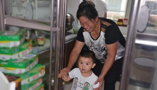 别管婆婆带娃多强势,孩子未满1周岁,这3样辅食一定不给宝宝吃