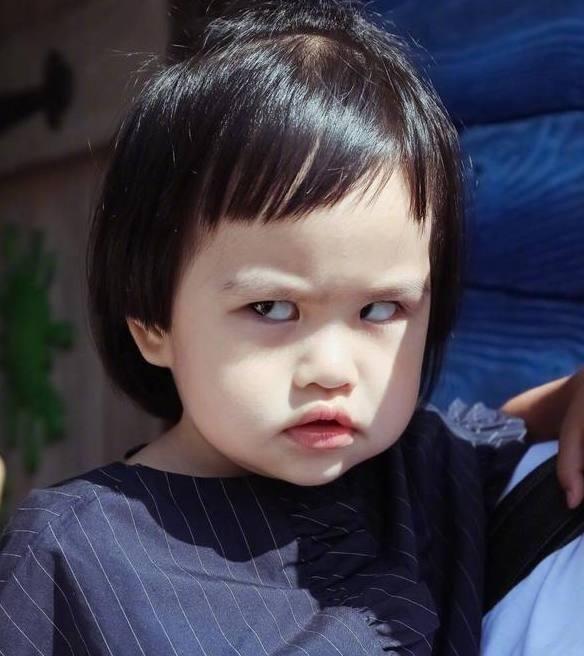 小小春翻白眼,饺子翻白眼,甜馨翻白眼,谁是行走的表情