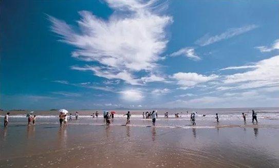 """鹿栏晴沙景区为岱山""""蓬莱十景""""之一,是天然的大型海滨浴场及海滩活动"""