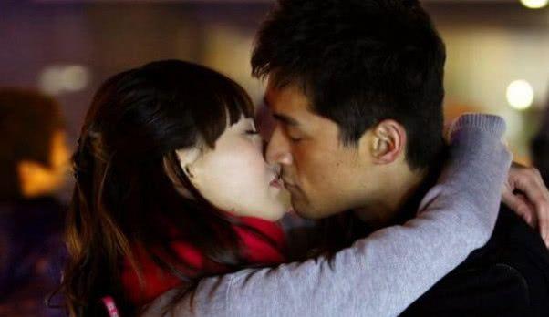 老司机胡歌吻遍半个娱乐圈的女星,唯独和她拍吻戏,耳朵红到脖子