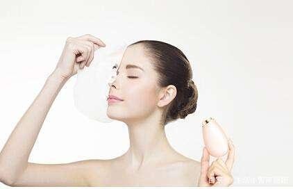 滚动:洗脸水里加它,坚持两周美白皮肤,用过才知不是一般的神奇