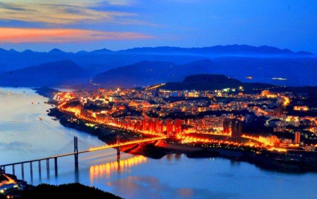 重庆这座县城发达了!1040亿高铁助力发展,经济将飞黄腾达