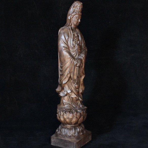 木雕工艺大师精雕细琢,珍贵木材栩栩如生,成功人士典藏珍品