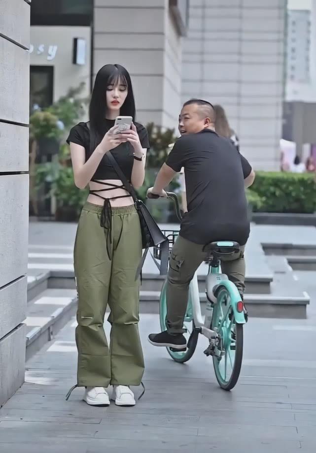 """街头突然崛起一款裤子: 叫""""抹茶裤"""", 显瘦潇洒插图(3)"""