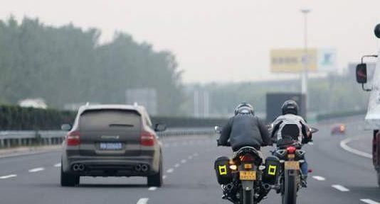 新消息:9月1日起,摩托车允许上高速,得知高速费车主:让我静静