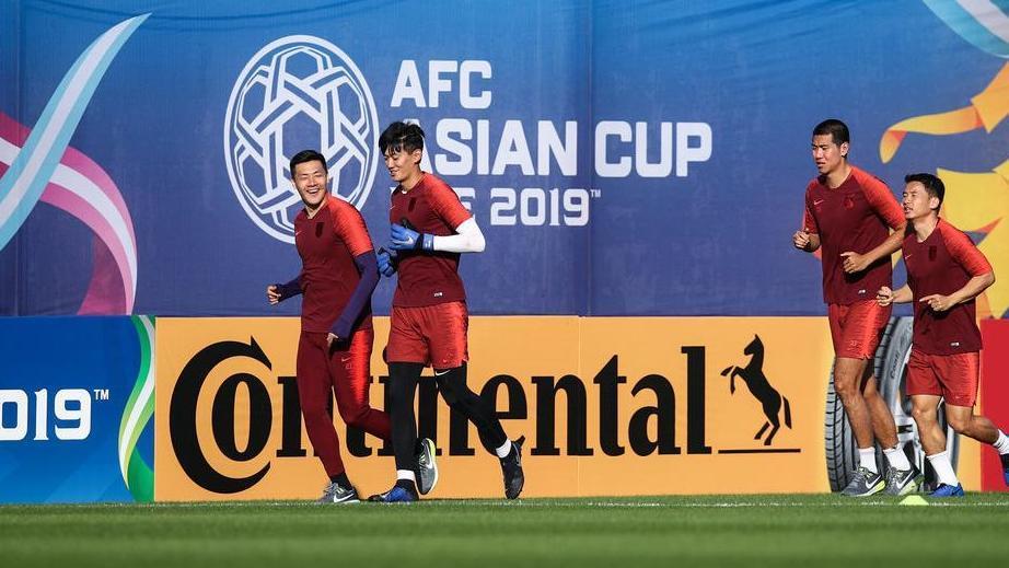 王大雷双膝敷包包!亚洲杯国足遇到门将荒:4个摸头的包c++表情冰块表情图片