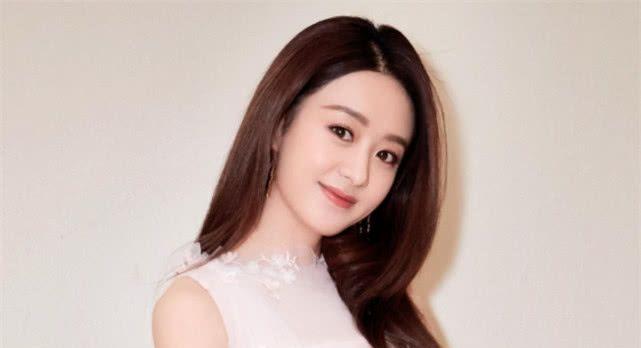 赵丽颖24岁婚纱照被疯传,第一次穿婚纱的她,除了漂亮还有惊艳