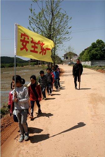 独腿老师v老师马路过情趣25年:金星是山里的希摩羯学生孩子没图片