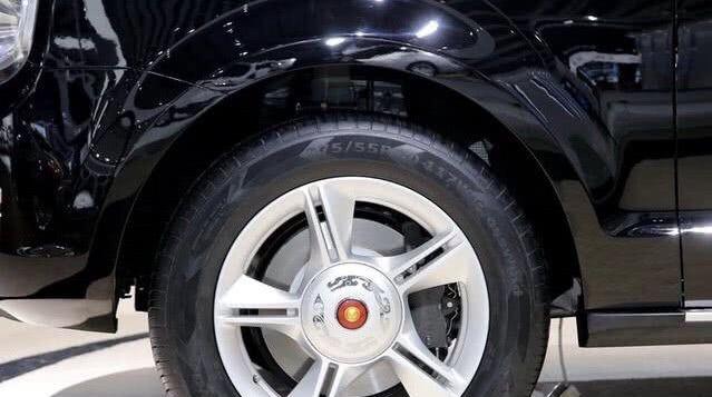 """气场队列再出""""新王"""",拼档次,不输库里南,V8+8AT"""