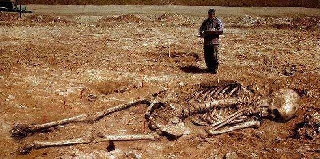 <b>中國真有巨人族?山東古遺址發現五千年前巨大遺骸,讓人浮想聯翩</b>