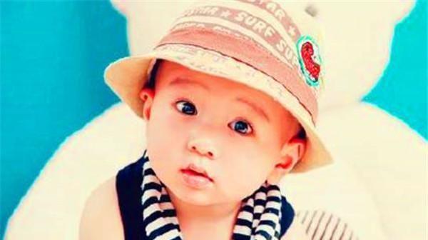 孩子的眼睛,要是占三个特征里的一个,就说明脑子发育好