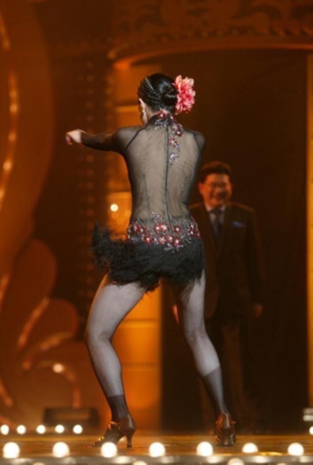 徐怀钰参加舞蹈节目,半透明紧身上衣引热议!