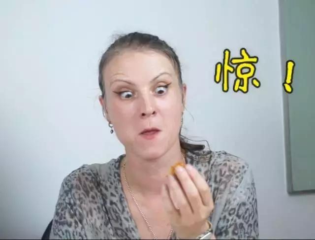 老外吃中国月饼,竟然喜欢吃这种口味?对不起滚表情包了我远图片