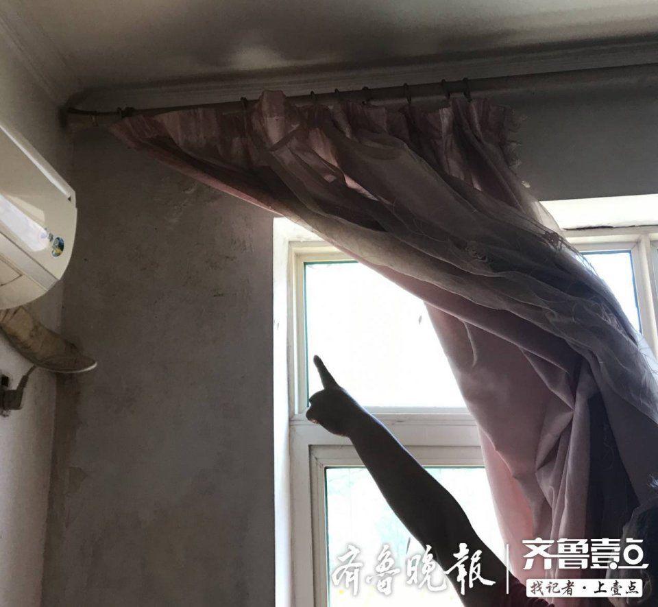每逢下雨房屋内墙就淌水,居民:修两次都没修好,问题谁来解决?